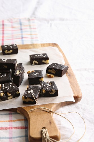 No-bake brownies with walnuts