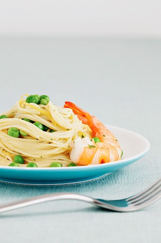 Angel hair pasta with peas and prawns