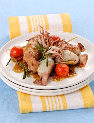 Stuffed squid with rosemary and tomatoes