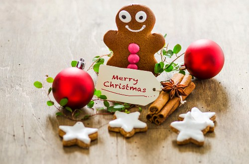 Christmas decorations with a gingerbread man, cinnamon stars and Christmas baubles