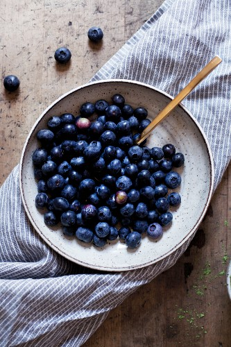 Fresh blueberries in a ceramic bowl (seen from above)