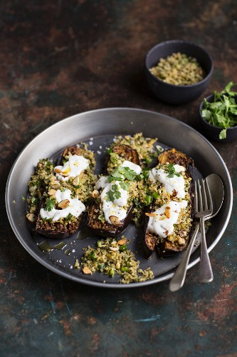 Stuffed aubergines with bulgur and yoghurt
