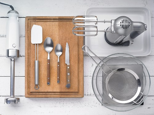 Kitchen utensils for making cake