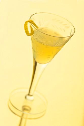 Limoncello in einem antiken Glas