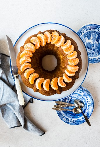 Olive oil Bundt cake with mandarin segments (seen from above)
