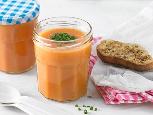Süßkartoffelsuppe mit getrockneten Tomaten