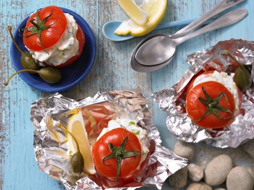 Gefüllte Ricotta-Tomaten mit Kräutern und Kapern