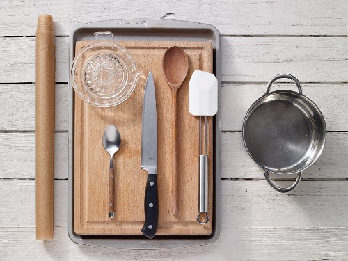 Kitchen utensils for preparing muesli bars