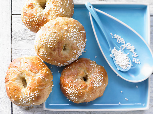 Apricot bagels with amaranth