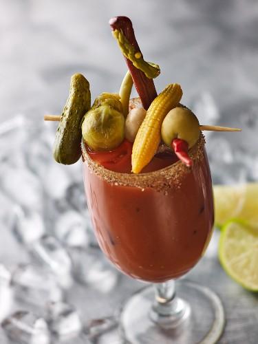 Bloody Mary mit üppigem Gemüsespiess