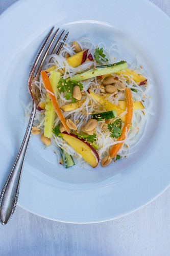 Rice noodle salad with peach (seen from above)