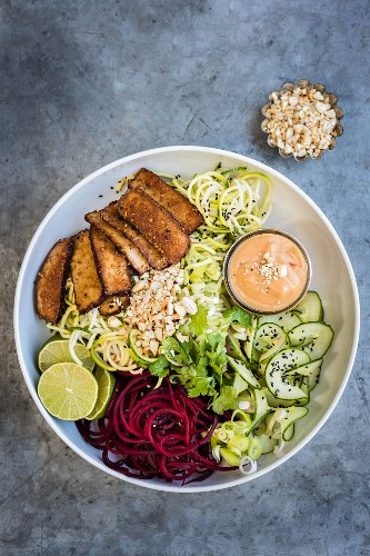 Spiralised vegetables with tofu and spicy peanut sauce