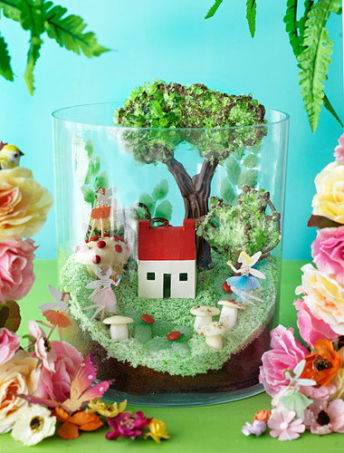 'Fairies of the glen terrarium' cake