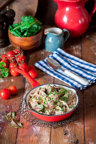 Chicken liver fried with sour cream