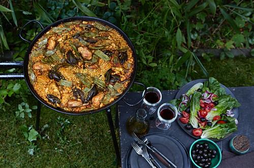 Outdoor paella