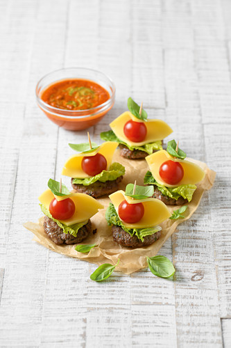 Mini burger skewers with cheese