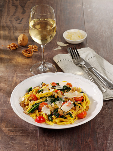 Spinach pasta with whale nuts, tomatoes and parmesan