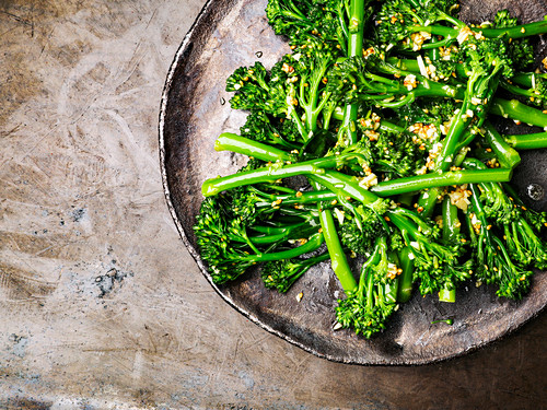 Steamed broccolini (seen from above)