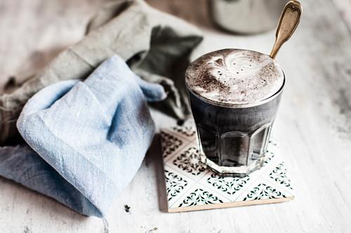 Vegane Charcoal Latte