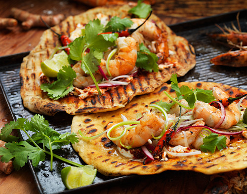 Grilled wraps with prawns, chilli peppers and coriander
