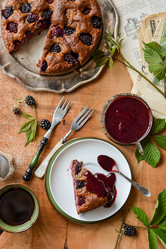 Cake with blackberries