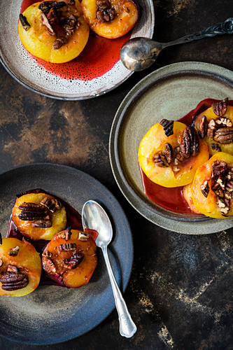 Caramelised plums with pecan nuts