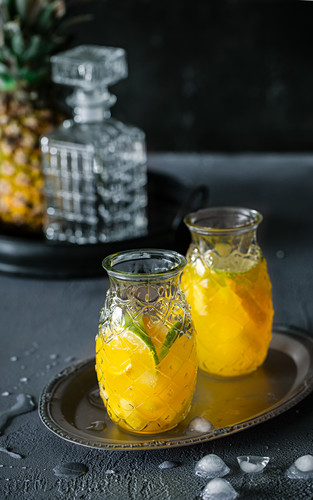 Pineapple lemonade with limes
