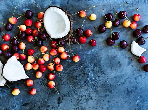 Kirschen und Kokosnüsse