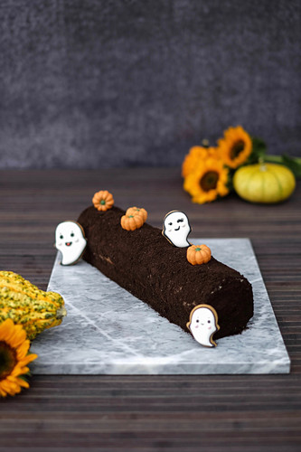 Oreo chocolate roll for Halloween