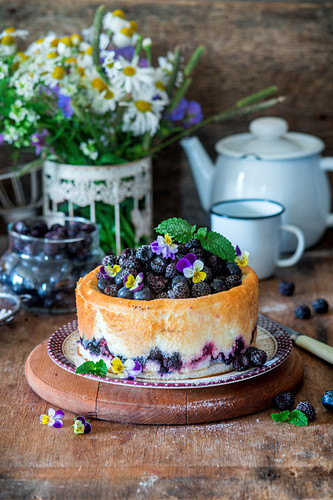 Cream cheese cake with blackberries and blueberries