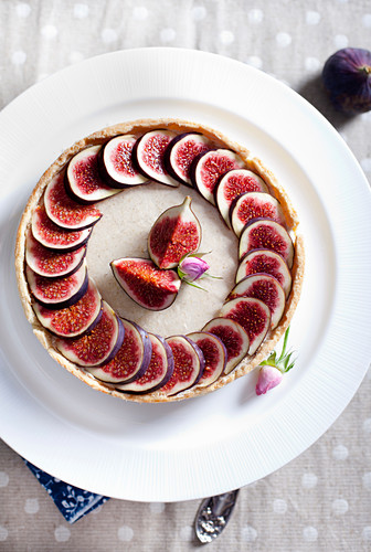 Fig mousse tart decorated with rose buds