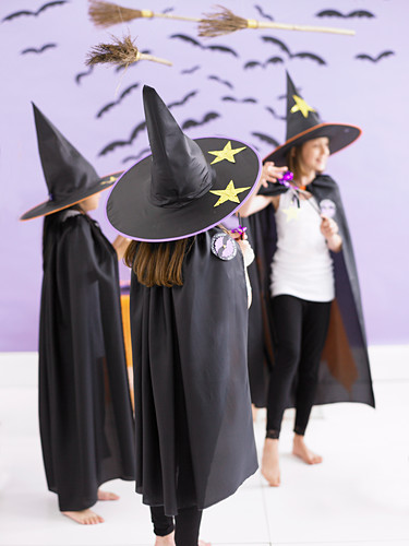 Kinder feiern Halloween