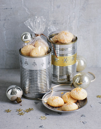 Snow biscuits in decorative boxes for gifting