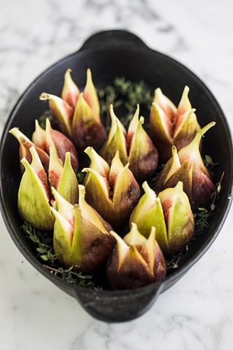 Fresh figs with herbs in a casserole dish