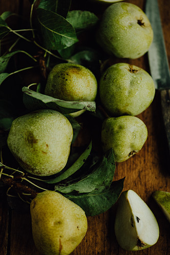 Freshly harvested pears (seen from above)