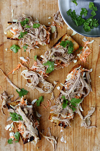 Pulled pork with lime, ginger and coriander