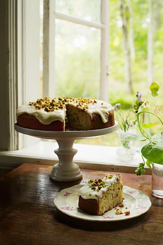 Pastinakenkuchen mit Pistazie