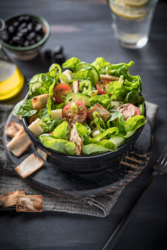 Fattoush salad with flatbread and tomatoes