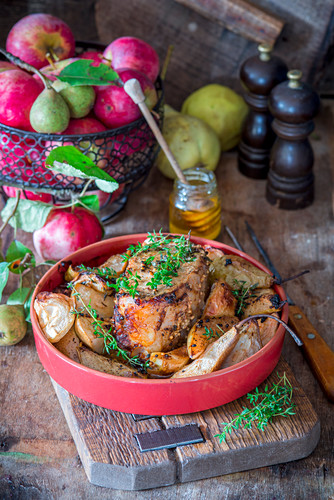 Roast pork with apples, pears, honey and thyme