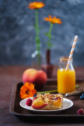 Ein Stück Obst-Ricotta-Pie
