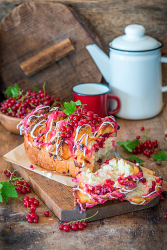 Pull apart bread with red currant