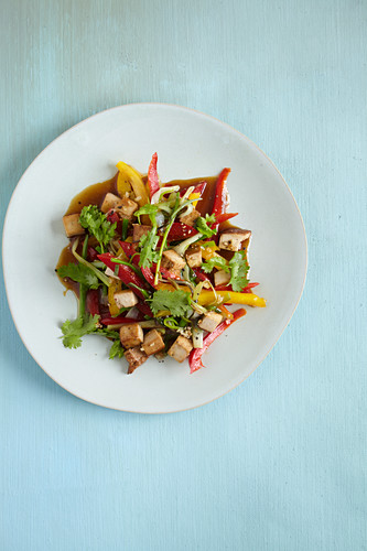A colourful, stir-fried, low-carb pepper medley with tofu
