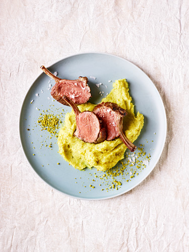 Saddle of lamb with mashed pistachios (slow cooking)