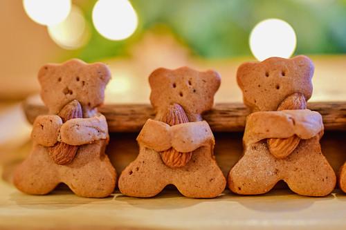 Almond bear cookies