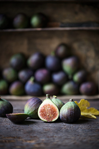 Figs (Ficus carica) with a yellow, autumnal fig leaf
