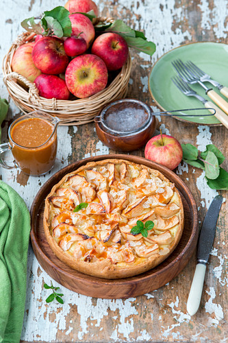 Apple pie with sour cream filling