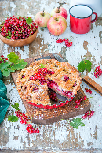 Apple and red currant pie