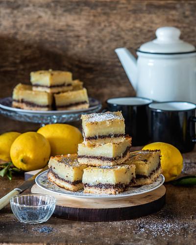 Zitrone-Mohn-Schnitten