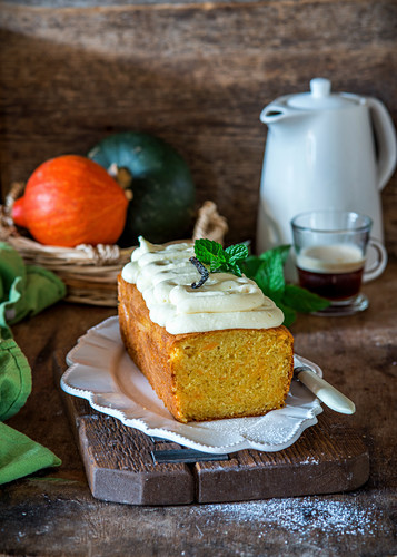 Pumpkin loaf cake with vanilla cream