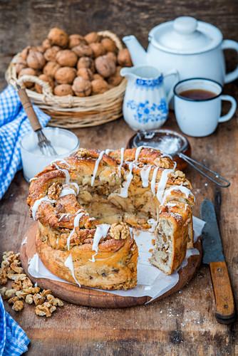 Walnut yeast cake